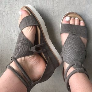 Diba Women's leather sandals